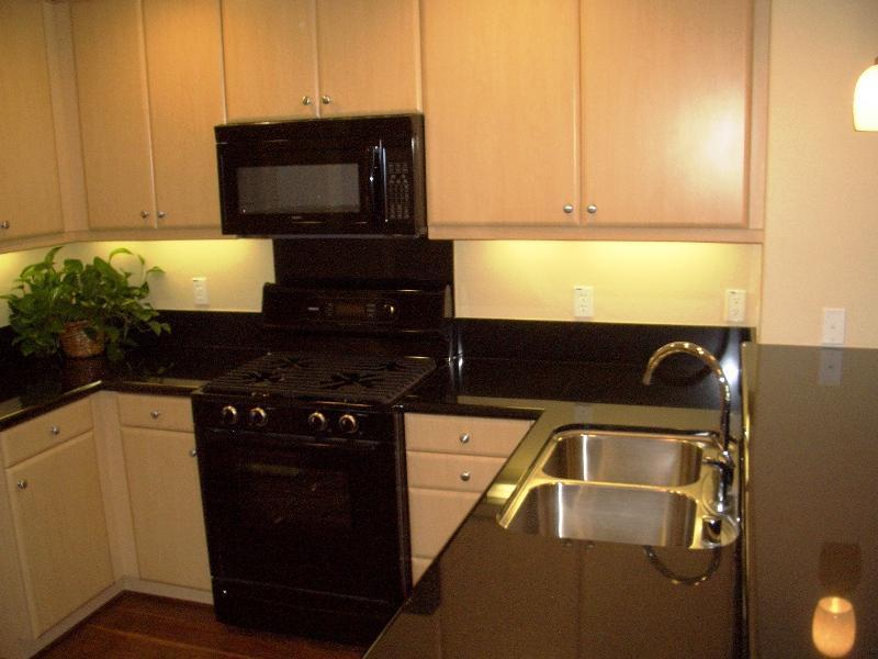 Attirant Sensa Crema Pearl Granite Kitchen Countertop