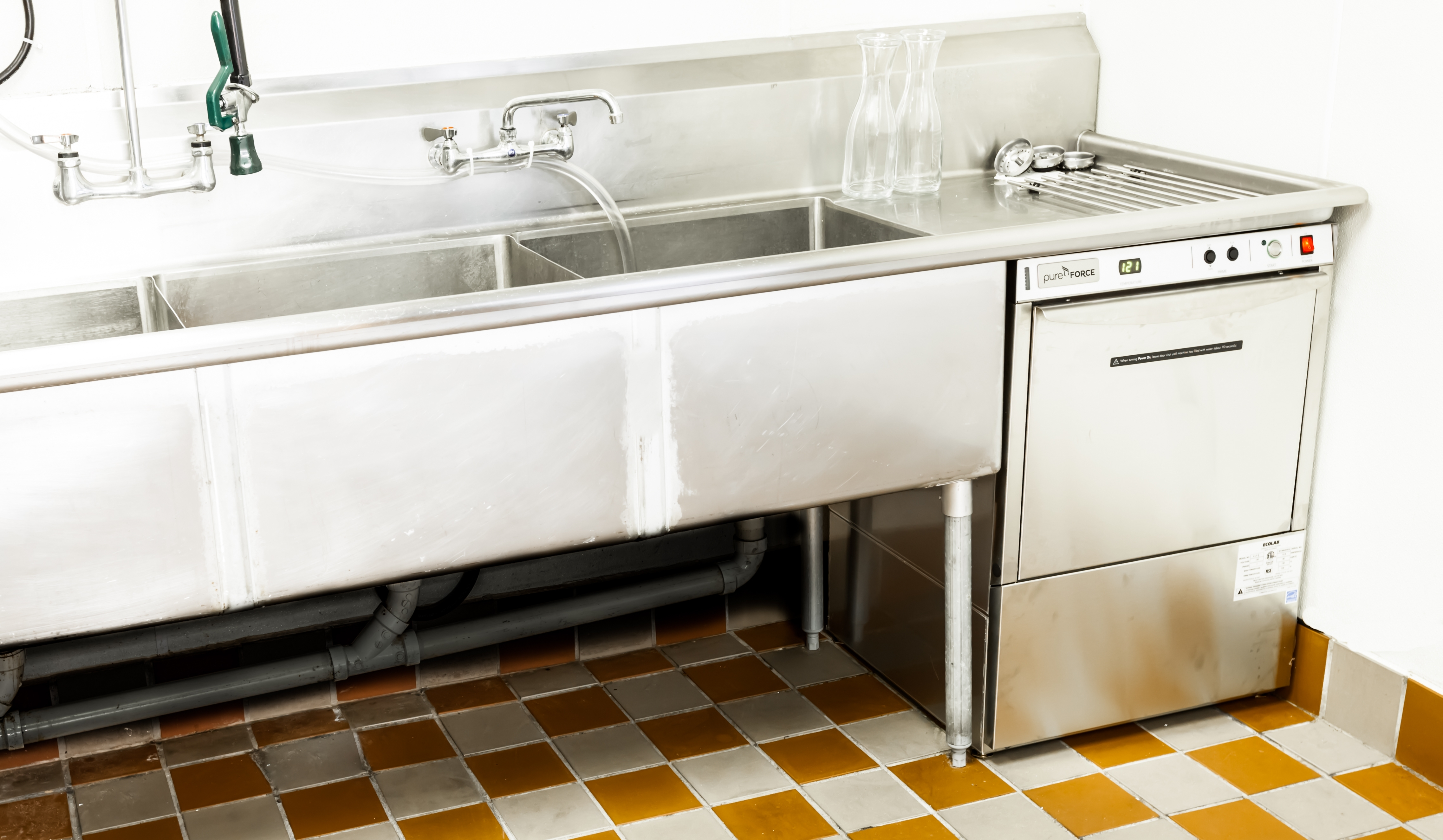 Commercial Kitchen Sink Faucet With Sprayer – Madison Art ...